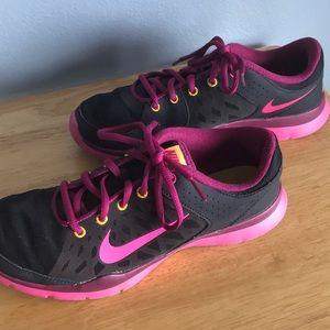 Women's Nike Training Tennis Shoes   Size 8.5